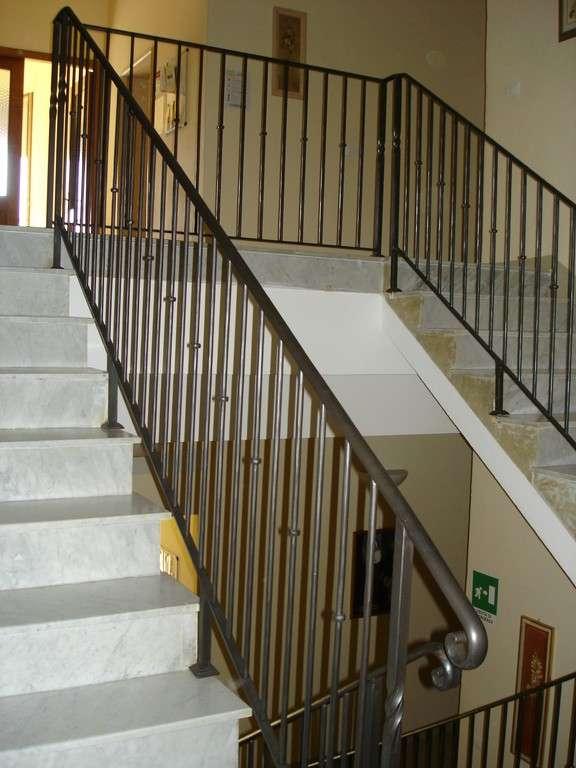Ringhiere e balaustre per scale e soppalchi luzzi ferro for Ringhiere ferro battuto per esterno
